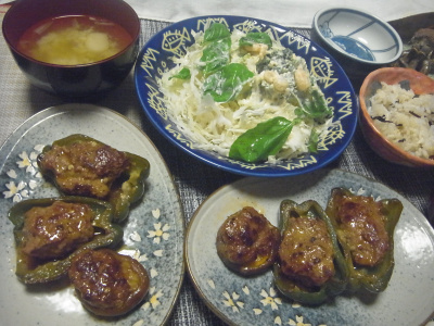 R0018625_0714夜-ピーマンとしいたけ肉詰め、キャベツとブロッコリーサラダ、みょうがの味噌汁、雑穀ごはん_400.jpg