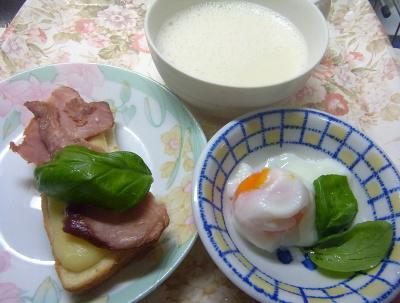 R0018628_0715昼・キッチン-温泉卵、焼豚チーズトースト、豆乳_400.jpg