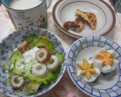 R0018803_0727昼-ゴーヤとちくわヨーグルトサラダ、ゆで卵、ポークカツレット、豆乳_400.jpg