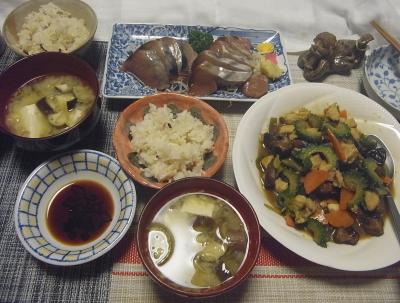 R0018875_0804夜-椎茸旨煮のゴーヤチャンプルー、カツオ刺し身、茄子のサバ汁味噌汁、雑穀ごはん_400.jpg