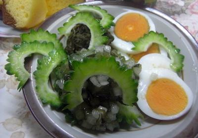 R0018894_0806昼・キッチン-ゴーヤ12個目(No17)とゆで卵わさび昆布サラダ_400.jpg