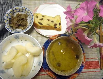 R0019015_0820夜-カレースープ、梨、ゴボウとひき肉旨煮、ぶどうパン_400.jpg
