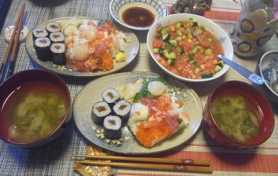 R0019066_0829昼-海鮮ちらし寿司、干瓢巻寿司、トマトときゅうりサラダ、レタスの味噌汁_400.jpg