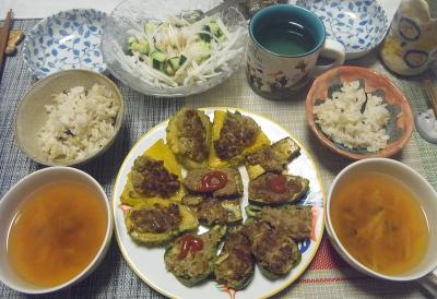 R0019130_0905夜-ゴーヤ肉詰めNo26No27、ピーマン肉詰め、ナスはさみ焼き、大根サラダ、スープ、雑穀ごはん_400.jpg