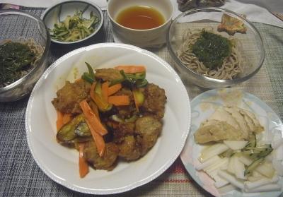 R0019168_0910夜-めかぶ蕎麦、蒸し鶏と大根サラダ、きゅうりとミョウガあえ、鶏の唐揚げと野菜の炒め_400.jpg