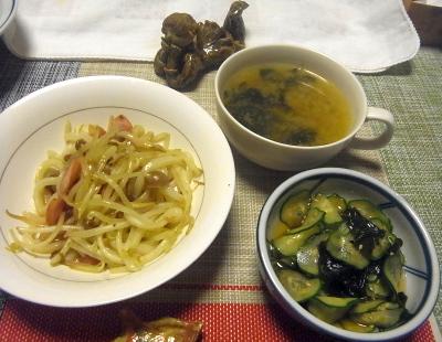 R0019185_0912夜-こんにゃくうどん炒め、きゅうりと若布の酢の物、スープ_400.jpg