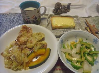 R0019191_0915昼-ゴーヤと冷凍梨のサラダ、チキンカツレット、かぼちゃ、キャベツ炒め、チーズトースト、豆乳_400.jpg