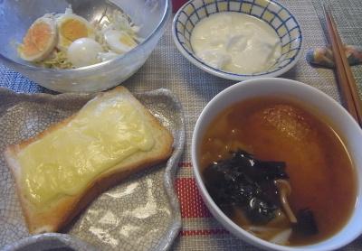 R0019224_0918昼-さつま揚げのスープ、チーズトースト、たまごサラダ、ヨーグルト_400.jpg