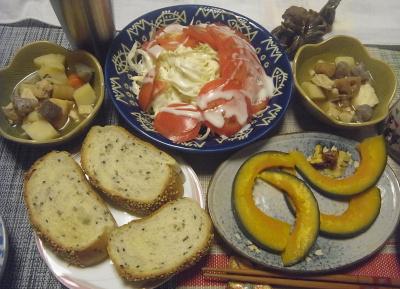 R0019261_0921夜-かぼちゃ焼き、トマトとキャベツサラダ、煮物、ごまパン_400.jpg