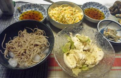 R0019373_0923夜-流水麺蕎麦、蒸し鶏ゴマダレ、コールスローサラダ、ごぼうサラダ_400.jpg