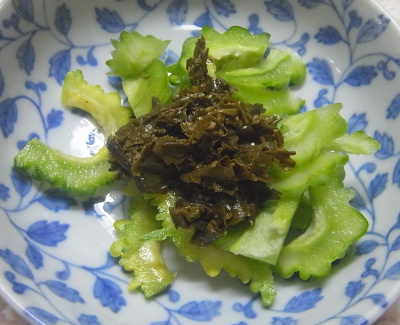 R0019424_1001昼・キッチン-ゴーヤNo32と茶葉佃煮のサラダ_400.jpg