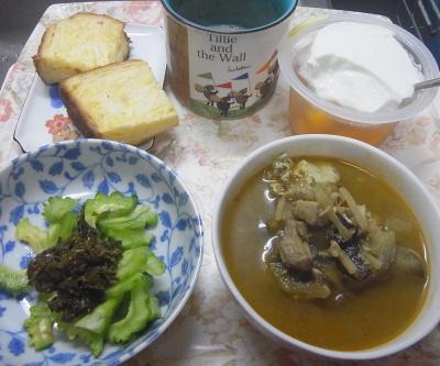 R0019427_1001昼・キッチン-ゴーヤNo32と茶葉佃煮のサラダ、カレースープ、オレンジパン、みかんゼリーヨーグルト_400.jpg