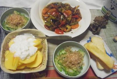 R0019472_1007夜-ゴーヤNo34鰹節のせ、ゴーヤNo34とタコと野菜のあんかけ炒め、柿ヨーグルト、トースト_400.jpg