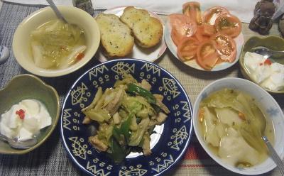 R0019517_1010昼-採れたてラズベリーヨーグルト、ポーク野菜炒め、スープ餃子ごま風味、トマト、ごまパン_400.jpg