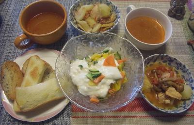 R0019542_1011昼-柿ヨーグルトサラダ、じゃがいもと鶏のトマトスープ煮、スープ、ごまパントースト_400.jpg
