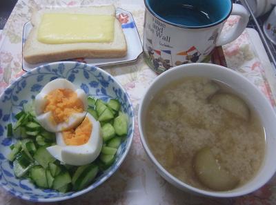 R0019555_1012昼・キッチン-ゆで卵サラダ、なす味噌汁、チーズトースト_400.jpg