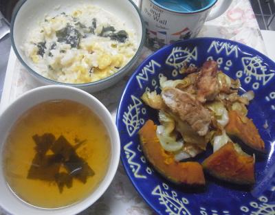 R0019610_1019昼-ポークとかぼちゃとキャベツ炒め、わかめ卵雑炊、スープ_400.jpg