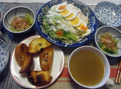 R0019652_1024昼-ゴーヤNo38(30個目)鰹節かけ、オクラスープ、蒸し鶏ゆで卵サラダ、ぶどうパン_400.jpg