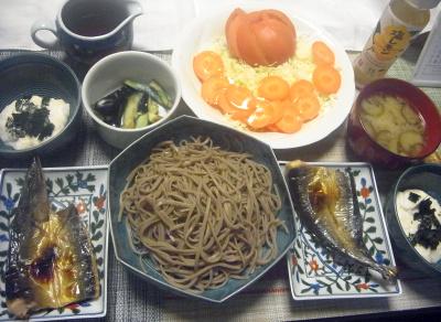 R0019696_1027夜-海苔とろろそば、サンマの半干し、人参とトマトとキャベツのサラダ、ナスの味噌汁_400.jpg