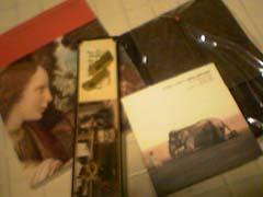 97a10ea53b950 16800円の写真集を購入すると、dvd(単品では6000円超えの商品)か、小説(単品では10000円超えの商品)のどちらかがついてくるという、大胆な販売手段  ...