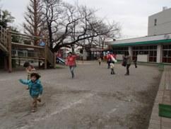 たこ園庭1.JPG