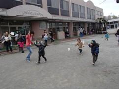 たこ園庭2.JPG