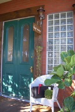 緑のドアです!