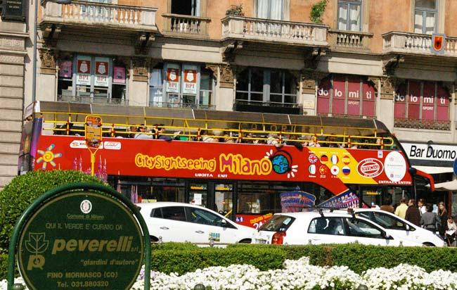 ミラノ観光二階建てバス