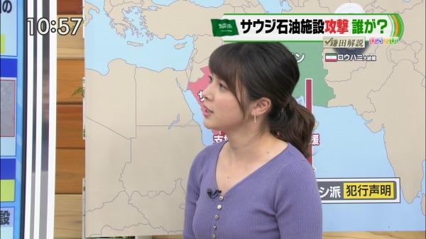 皆川玲奈がムチムチのニットで激しく胸元を強調!! (1).jpg