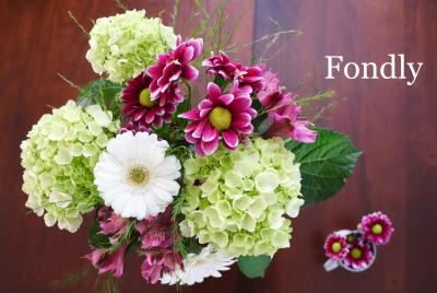 花束 ブーケ 花生け 濃桃 紫 紫陽花 菊 アルストロメリア 白 ガーベラ 花瓶 アメリカ Garden Fondly