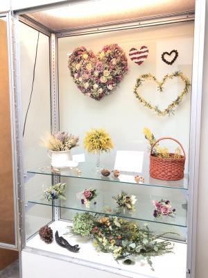 ドライフラワー 展示 販売 アメリカ ニュージャージー州 パラマス 図書館 dried flowers arrangement heart wreath swag bouquet Valentine's Day gift USA New Jersey Paramus public library 2019 garden fondly