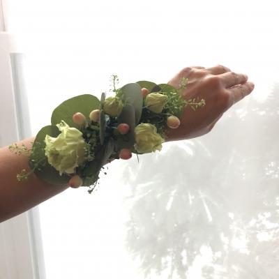 フラワーアレンジメント ウェディング プロム パーティー wristlet wrist corsage wedding NYBG floral design garden fondly