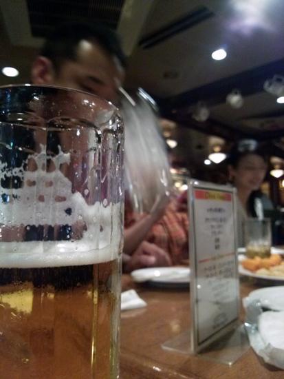 友人とビール