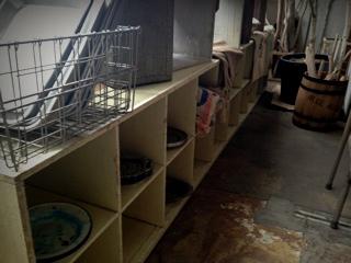 学校の無垢の棚
