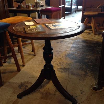 三つ足 テーブル