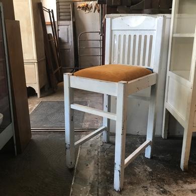 アンティーク 白い椅子