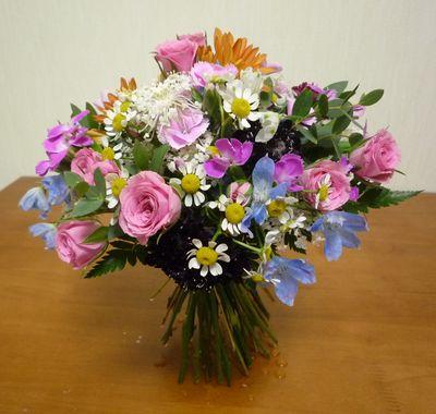 モダン装飾的花束