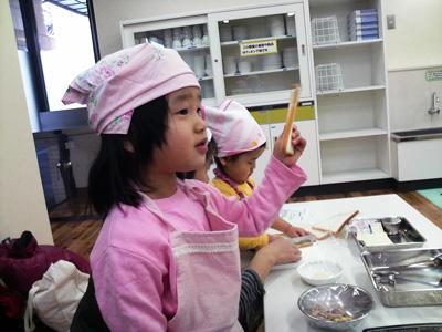 親子料理教室の長女(5歳)