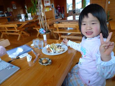 COFFEE&BREAD SASUKE(近江八幡)にて、長女(5歳)の写真