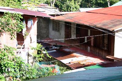 宿の横の家