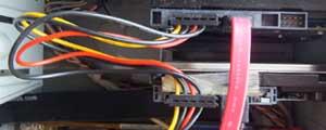 ハードディスク(電源ケーブル 取り付け)