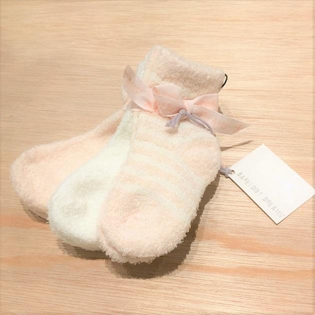 BAREFOOT DREAMS Infant socks 3pack3.JPG