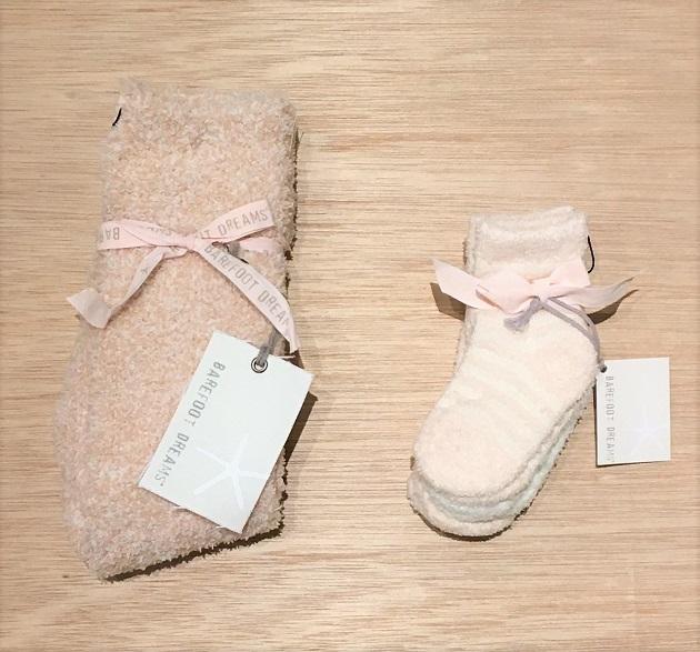 BAREFOOT DREAMS Infant socks 3pack8.JPG
