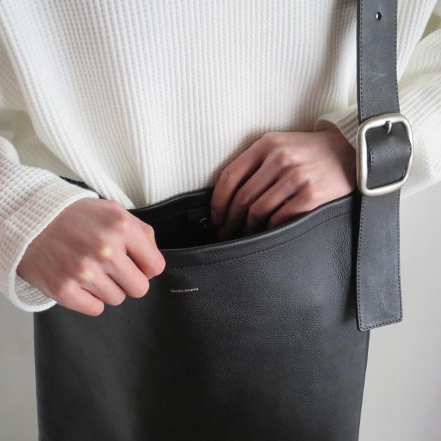 hender scheme oneside belt bag black エンダースキーマ ショルダーバッグ.jpg