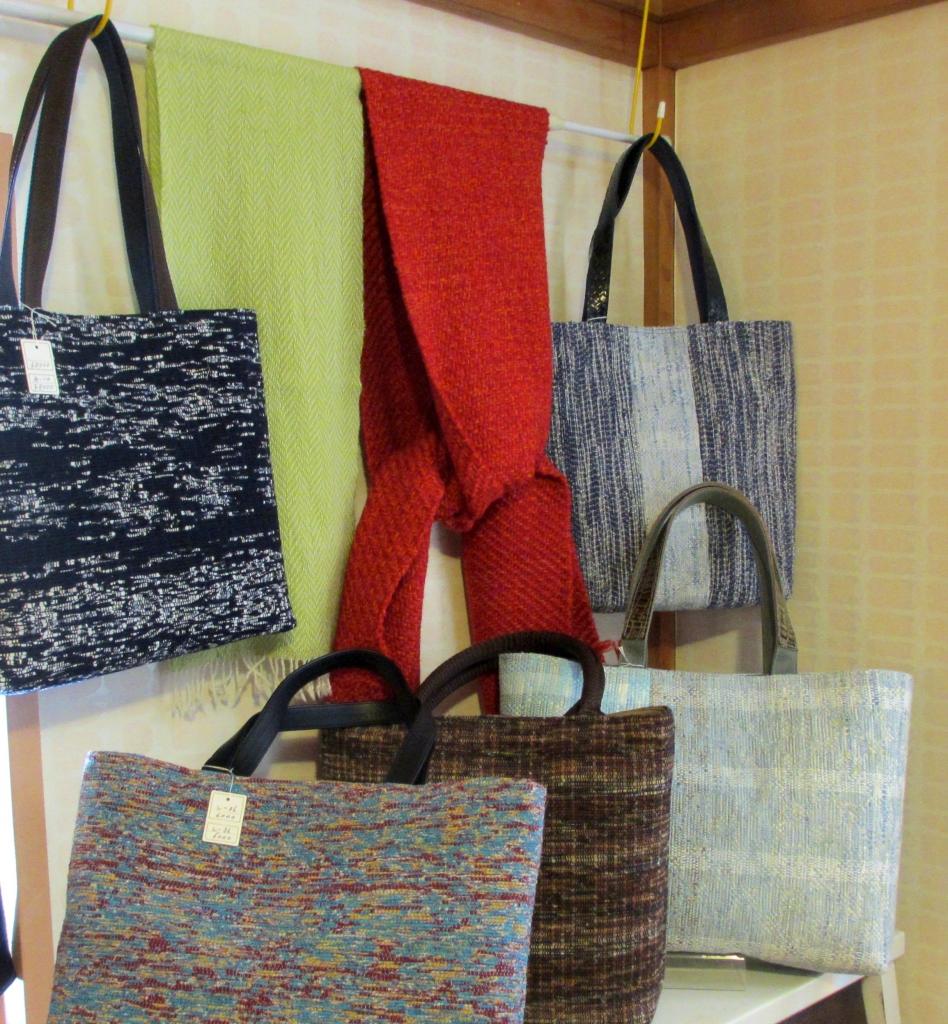 織物展示の様子4