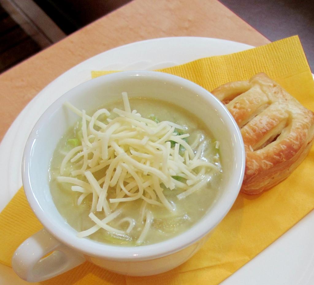 玉ねぎとレタスの冷スープ