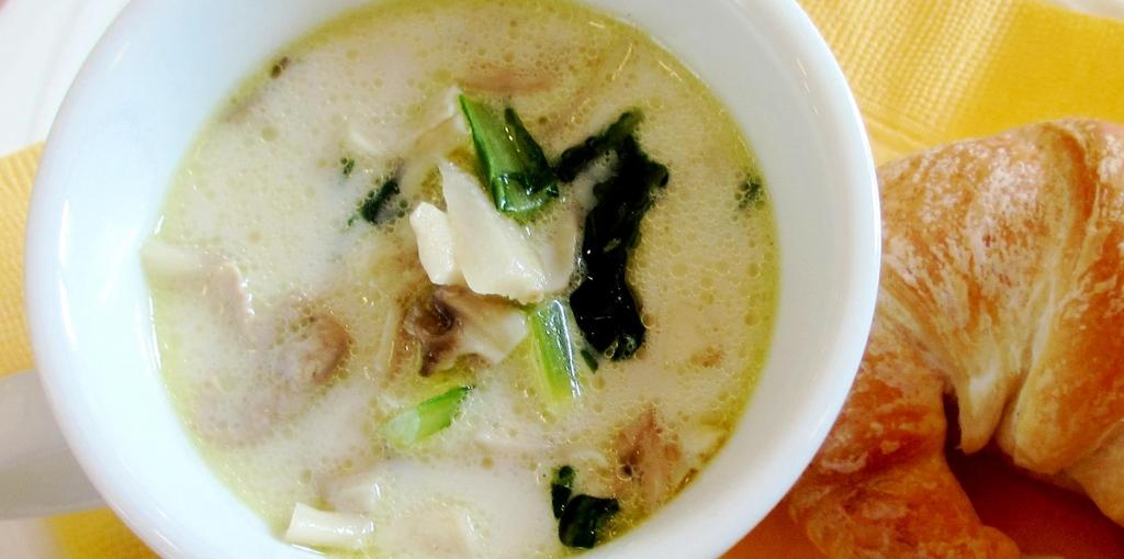 ごぼうとマイタケのスープ