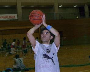 バスケ中の谷井選手