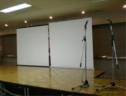 ステージの土台が机な件wwww