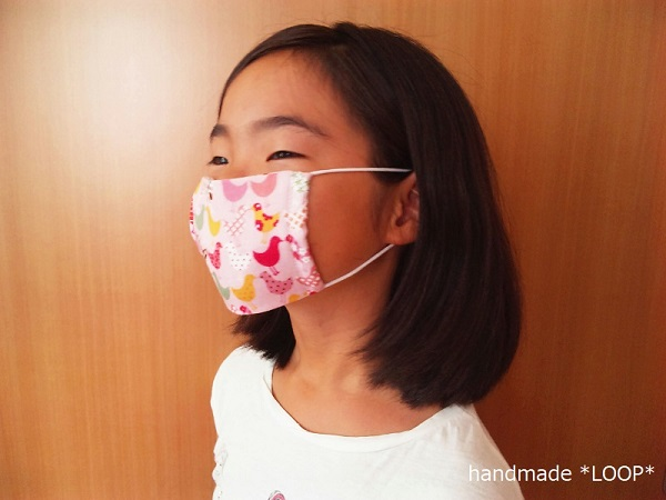 ダブルガーゼ(6重)のシンプルマスク・Mサイズ着用